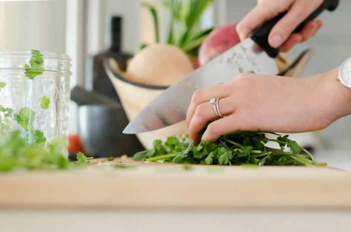 Полезные перекусы: как питаться дома во время карантина