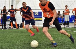 В поиске профессиональной команды по футболу ( 11 х 11 ) или мини футбол ( 5 х 5 )