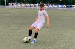 Хочу попасть в молодежную команду, есть опыт игр на чемпионате украины, с2015года, рабочая нога правая